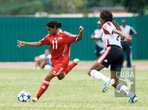 La delantera cubana Rachel Peláez Ellis (11) fue la líder indiscutible al anotar 4 goles, el 11 de enero de 2012, La Habana, Cuba. FOTO: Calixto N. Llanes (CUBA)
