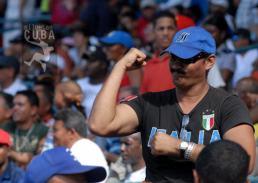 Un aficionado azul celebra la victoria. FOTO: Calixto N. Llanes/Juventud Rebelde (CUBA)