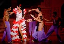 """En escena """"La Chancletera"""" interpretada por la transformista Alejandra junto a la Compania Santiago Alfonso durante la Gala Cubana contra la Homofobia. Viernes 11 de mayo de 2012, La Habana. FOTO: Calixto N. Llanes/Juventud Rebelde (CUBA)"""