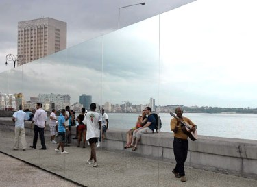 """Happy ever after, obra de la artista cubana Rachel Valdés Camejo, el jueves 29 de Mayo de 2012, La Habana, Cuba. Foto: Calixto N. Llanes/Juventud Rebelde (CUBA)"