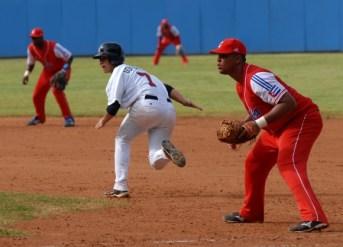 La velocidad de los jóvenes norteños puso en aprietos a la defensa cubana, el domingo 8 de julio de 2012, La Habana. Foto: Calixto N. Llanes/Juventud Rebelde (CUBA)