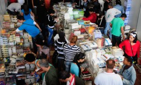 Los Stands de las editoriales extranjeras fueron muy visitados por los cubanos, el jueves 21 de febrero de 2013, La Habana. FOTO: Calixto N. Llanes (CUBA)