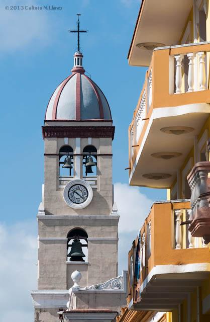 Campanario de la Iglesia San Salvador de Bayamo. Domingo 20 de octubre de 2013, Granma. FOTO: Calixto N. Llanes (CUBA)