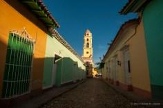 Calle adonoquinada que lleva al Museo Nacional de Lucha Contra Bandidos, antiguo Convento San Francisco de Asís. FOTO de Calixto N. Llanes (CUBA)