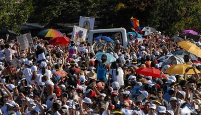 El Papa Benedicto XVI saluda a los religioso congregados en la Plaza de la Revolución José Martí el 28 de marzo de 2012, La Habana, Cuba. FOTO de Calixto N. Llanes/Juventud Rebelde (CUBA)