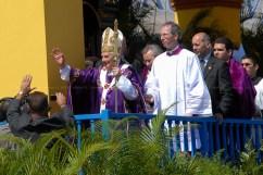 El Papa Benedicto XVI se despide de los religiosos al concluir la Santa Misa en la Plaza de la Revolución José Martí el 28 de marzo de 2012, La Habana, Cuba. FOTO de Calixto N. Llanes/Juventud Rebelde (CUBA)