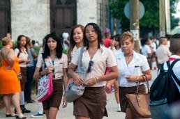 Jóvenes estudiantes de técnico medio caminan a la escuela el primer día de clases del nuevo curso escolar 2015-2016 el martes 1 de septiembre de 2015. FOTO de Calixto N. Llanes/Juventud Rebelde (CUBA)