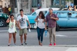 Estudiantes universitarios caminan a la escuela el primer día de clases del nuevo curso escolar 2015-2016 el martes 1 de septiembre de 2015. FOTO de Calixto N. Llanes/Juventud Rebelde (CUBA)