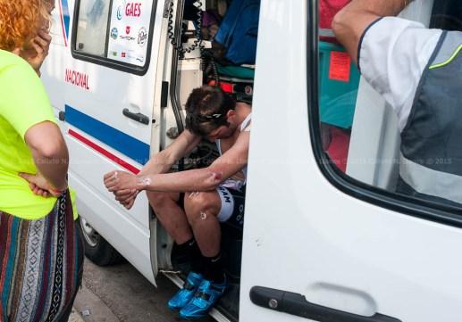 El favorito ciclista portugués Luis Pinto se lamenta tras su caída durante la etapa prólogo por La Habana de la Titán Tropic de ciclismo de montaña. FOTO de Calixto N. Llanes (CUBA)
