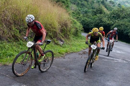 Ciclistas Francisco Salamero (125), Roberto Bou (99), Alejandro Tamayo (136) y José Mojica (147) escalan durante tercera etapa de la Titán Tropic Cuba de ciclismo de montaña. FOTO de Calixto N. Llanes (CUBA