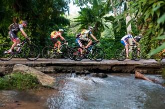 Ciclistas pedalean durante cuarta etapa de la Titán Tropic Cuba de ciclismo de montaña. FOTO de Calixto N. Llanes (CUBA)