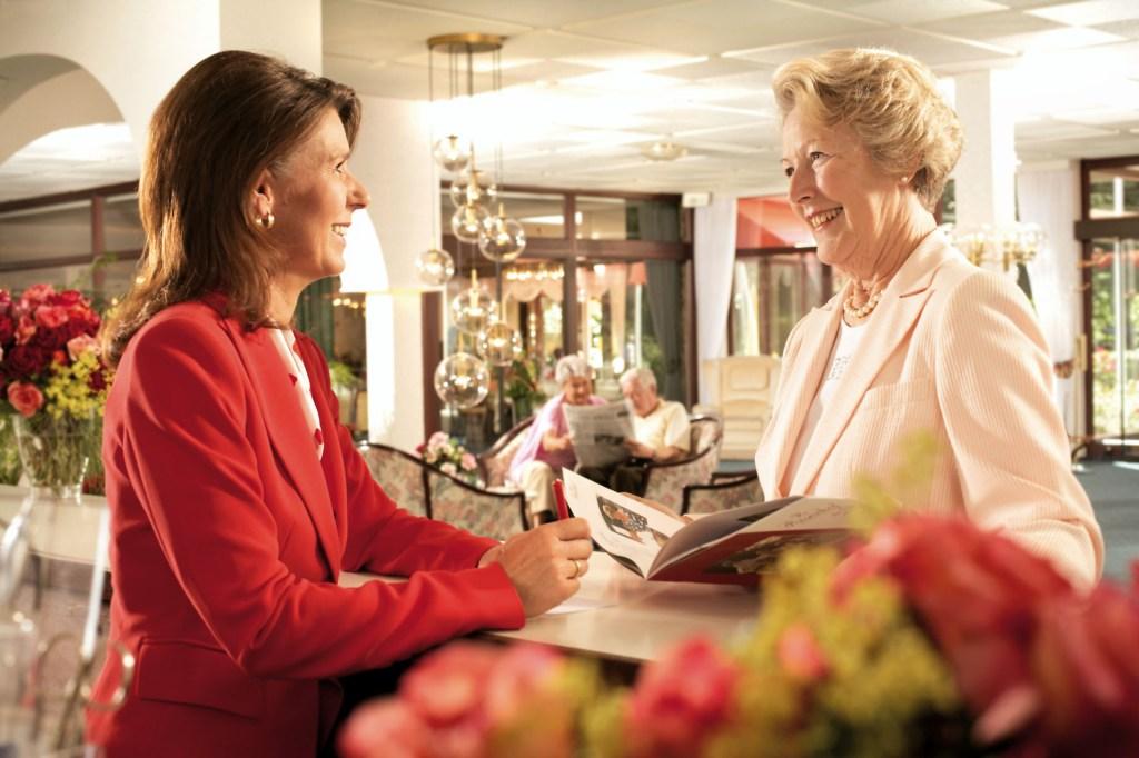 Gut betreut und doch selbstständig wohnen bis ins hohe Alter: Seniorenresidenzen verbinden beides miteinander.