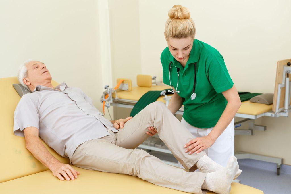 Nach der Diagnose Arthrose gibt es verschiedene Therapiemöglichkeiten, um die Beschwerden zu lindern.