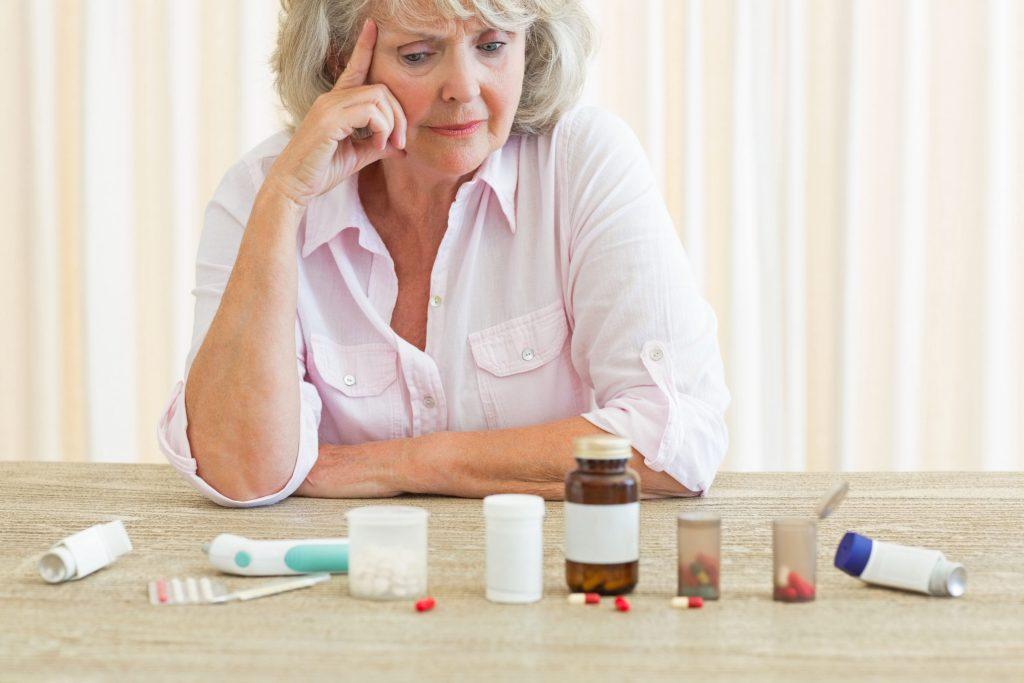 Wer chronisch krank ist und regelmäßig mehrere Medikamente einnehmen muss, kann dabei schnell einmal den Überblick verlieren. Inzwischen gibt es digitale Helfer, die den Alltag erleichtern.