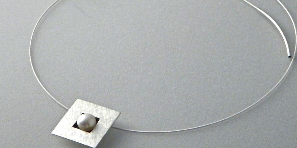173 - Single Pearl Square Pendant