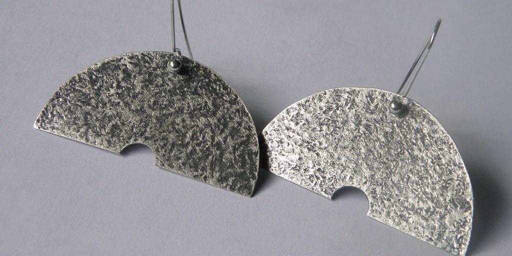 922 - Half Moon Earrings