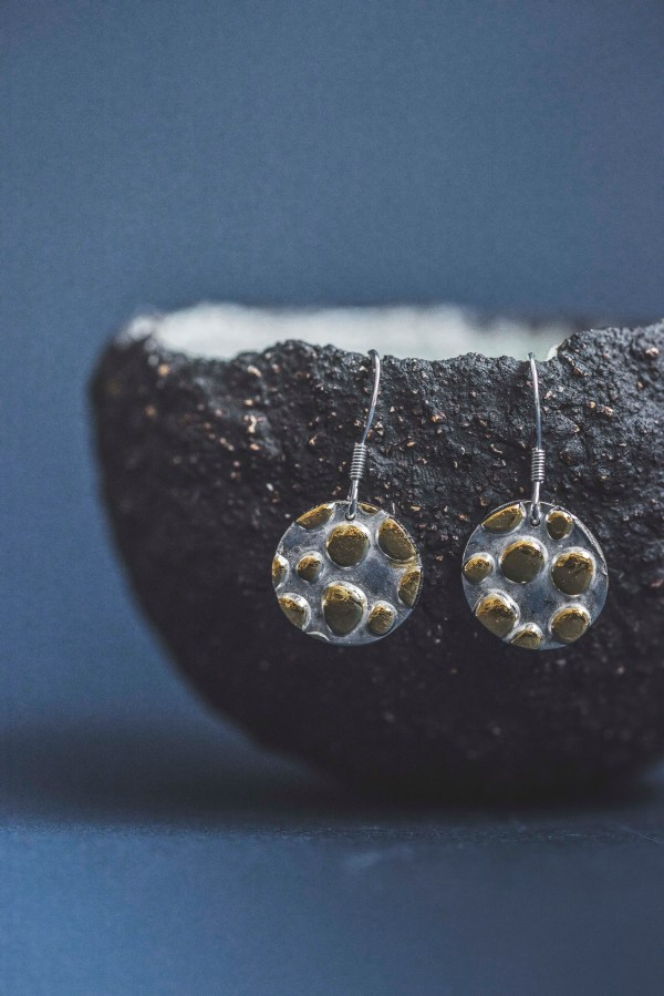 Dangle round fine silver earrings textured and decorated with 24k gold