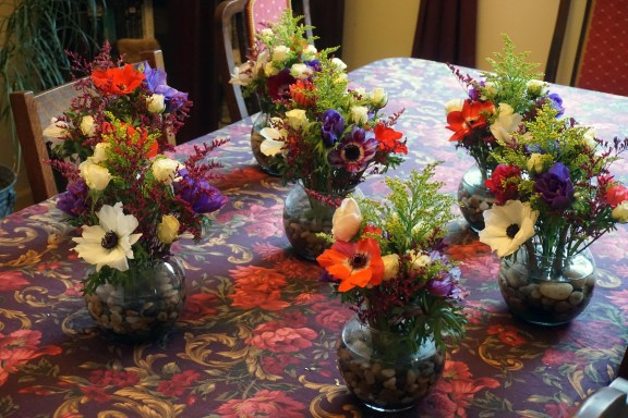 anemone table bouquets