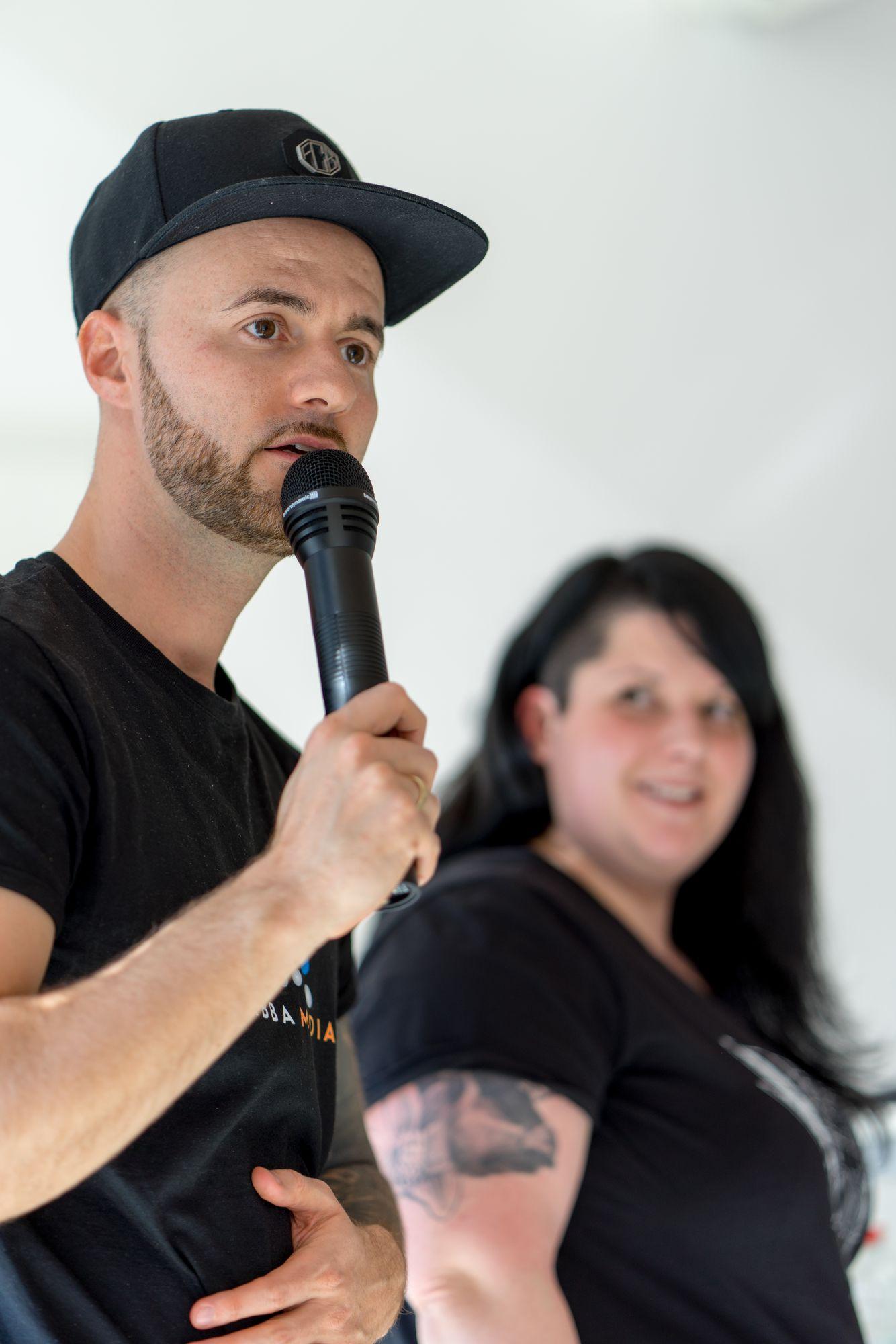 Daniel Hauber als Sprecher mit Katharina Kislewski auf dem Babba Business Day 2019 in Großostheim
