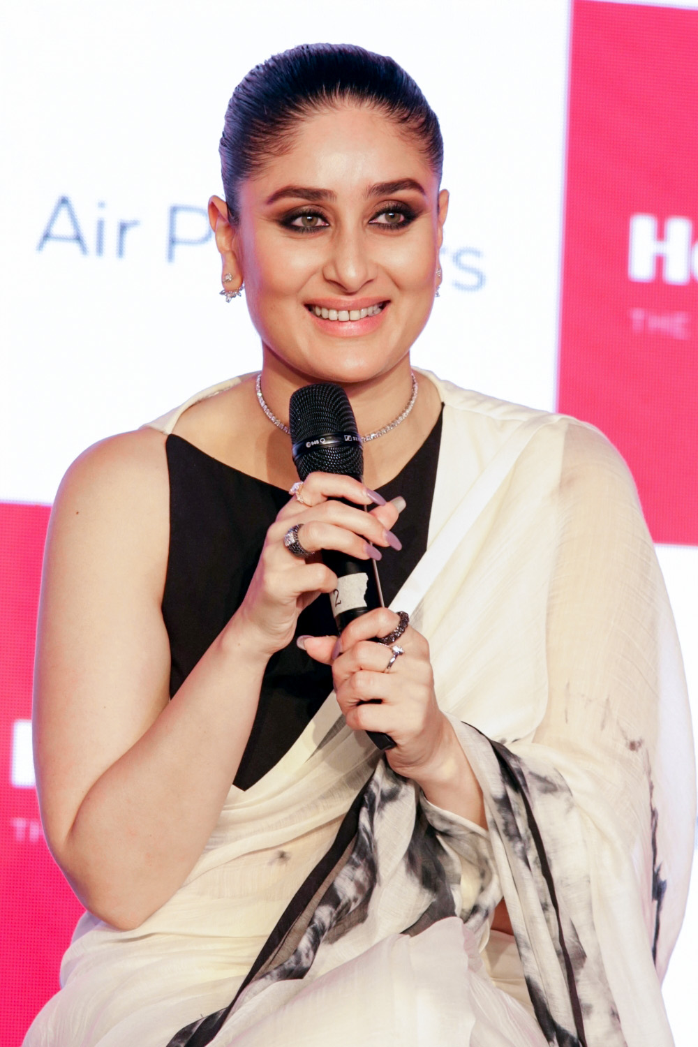 In Pictures Kareena Kapoor At A Product Launch