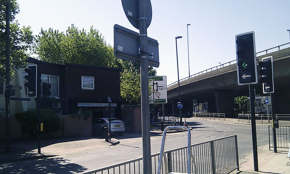 D05 – Peartree Way / A102