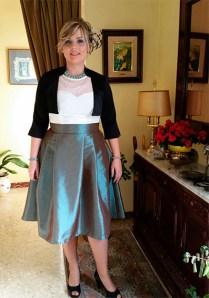 Falda midi grisácea