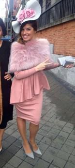 Vestido peplum y tocado