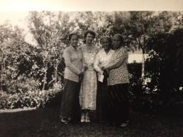Kardinah, dr Ann van de Bolk d'Obrenan, Soematri, Roekmini di Salatiga (1936). Kemungkinan berkumpul saat pemakaman suami Kardinah, R.M. Reksonegoro.