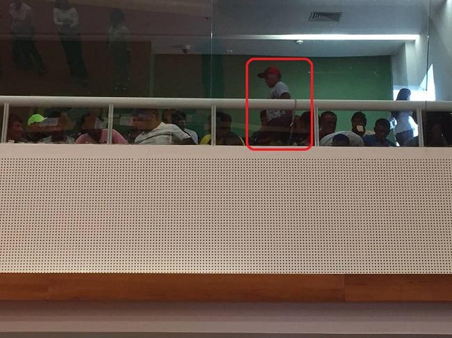 Foto Luís Pablo: Índios se acorrentaram, na galeria, durante a sessão na Assembleia