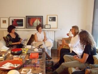 En plena entrevista junto a Yolande Durán, autora del Silencio Sana