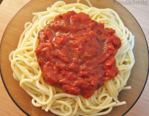 Спагети с доматен сос