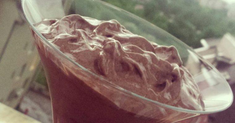 Суров веган сладолед с какао и банани