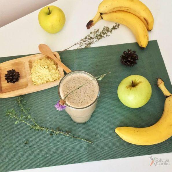 Смути с банан, ябълка, ленено семе и боров прашец