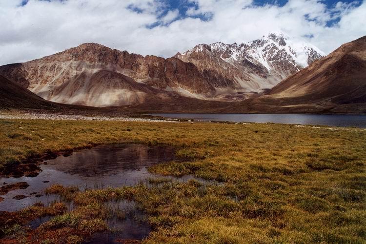Where is Mount Nasir Khushraw?