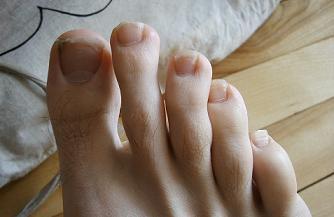 feets - photo by jeremy clarke