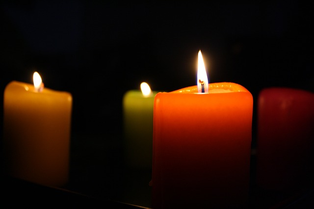 candles-685659_640
