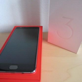 Eine schicke aber simple Verpackung für das Handy