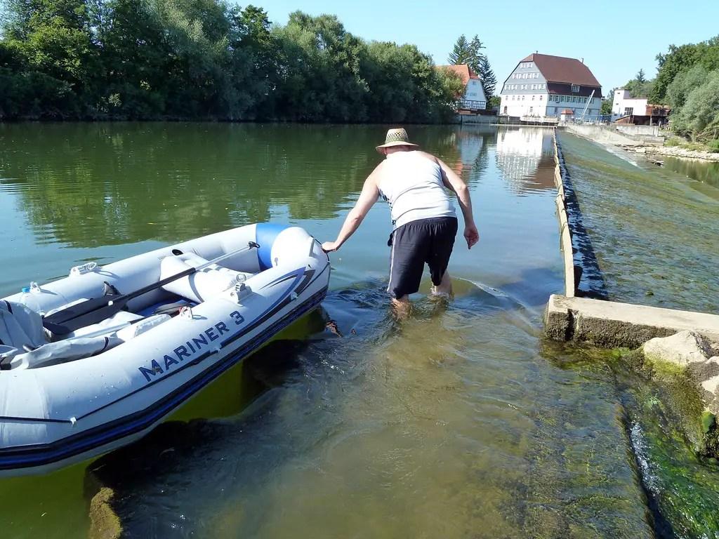 andreas-simon-neckar-rafting-abenteuer-portage-01