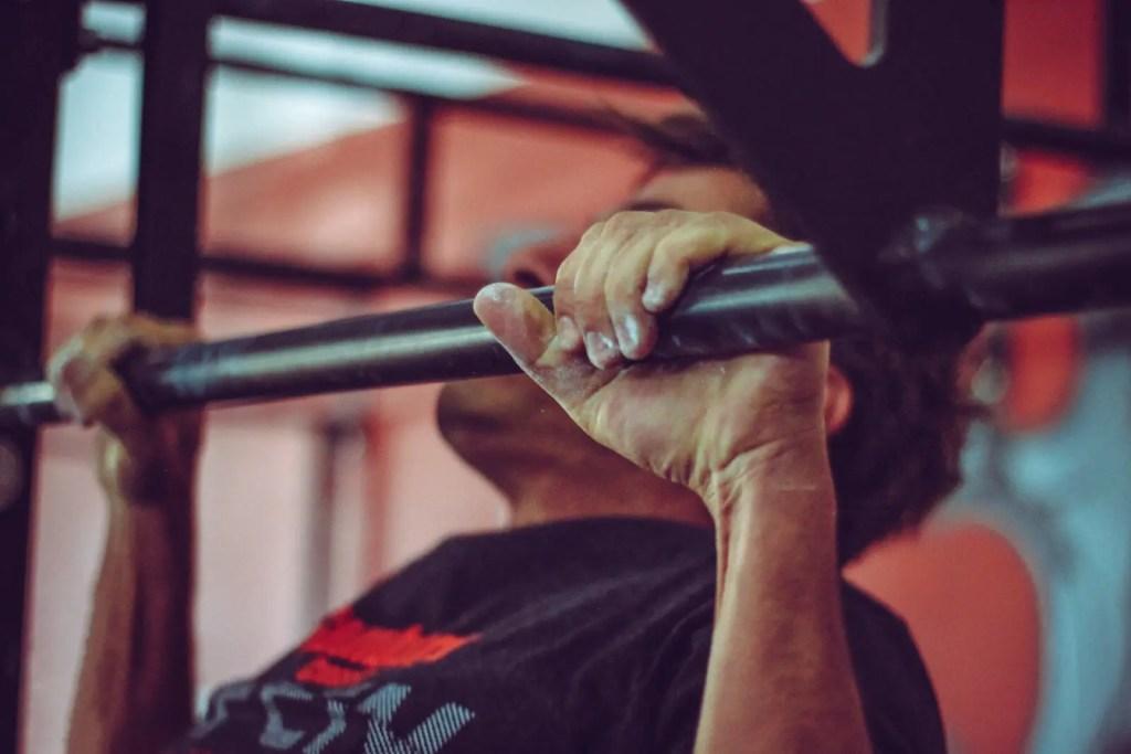 Beste-Oberkoerperuebung-Klimmzuege-trainieren