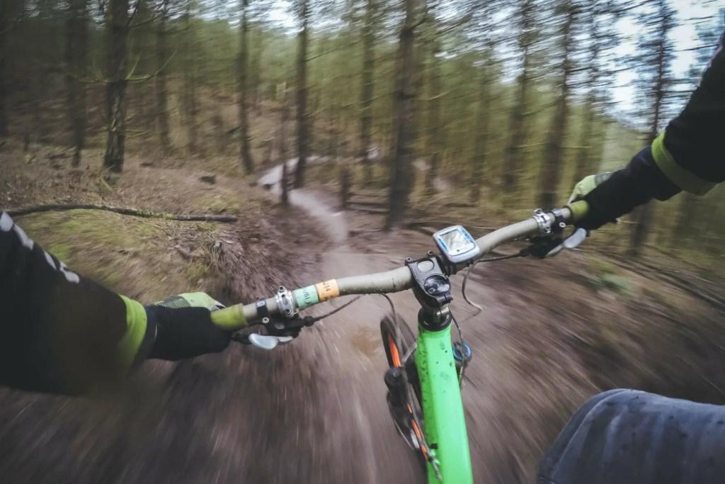 10-Geschenke-fuer Mountainbiker-william-hook-unsplash