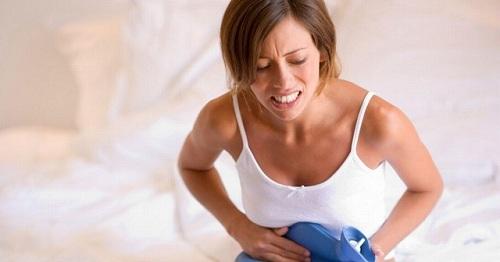 femeie cu durere de burta