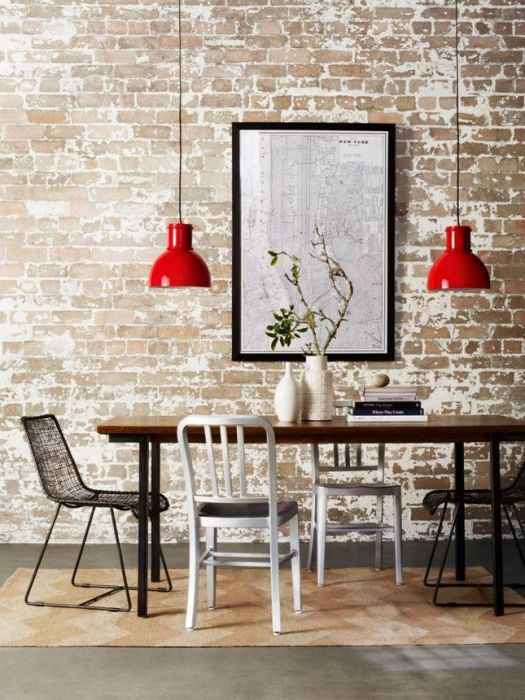 sala-da-pranzo-industriale-chic-con-un-tocco-di-colore