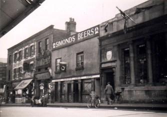 Bedminster, East Street, Queen's Head, now a hairdressers.