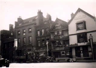 Old Market St,Three Horse Shoes, 1953, now the Long Bar.