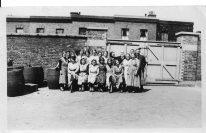 Wandsworth Rd, Plough Brewery, Bill Benham [Rt] c1925