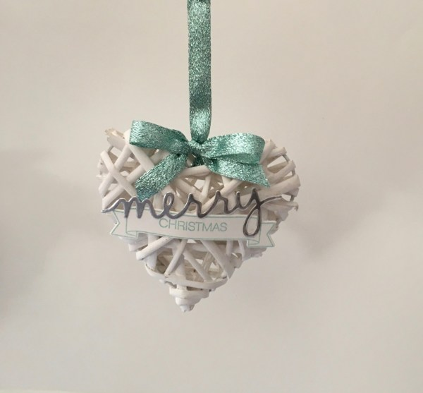 Wicker hearts ornament. All the info about this DIY project can be found at: https://simonebartrum.com/cards/diy-project-wicker-ornament/