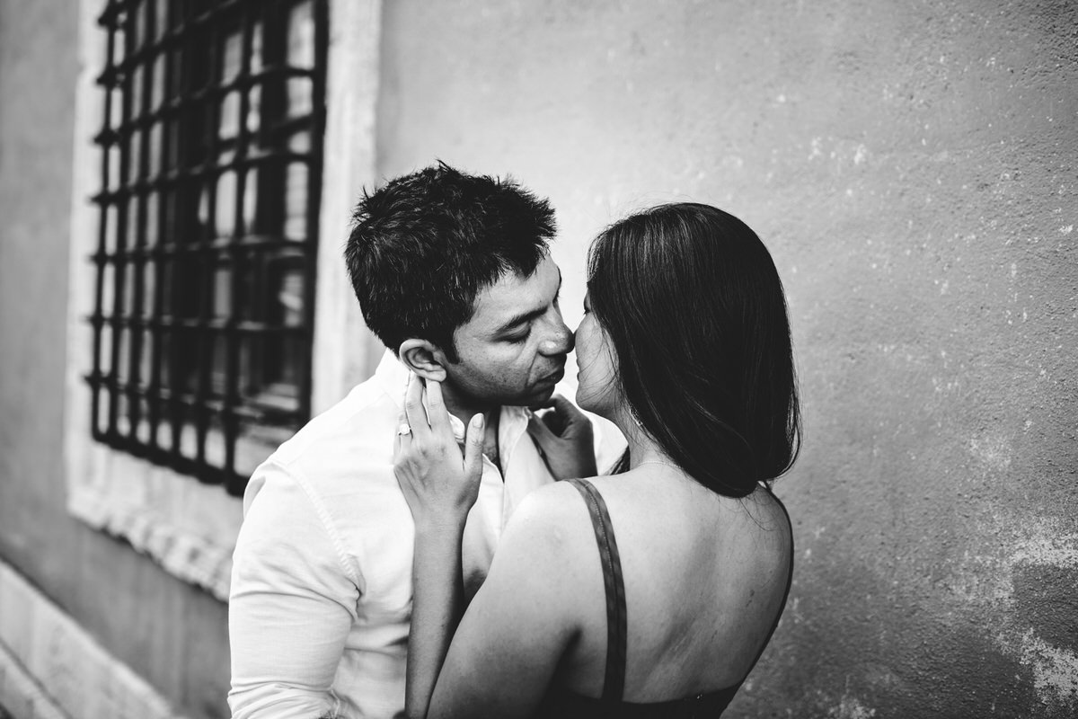engagement photos in val d'orcia black and white