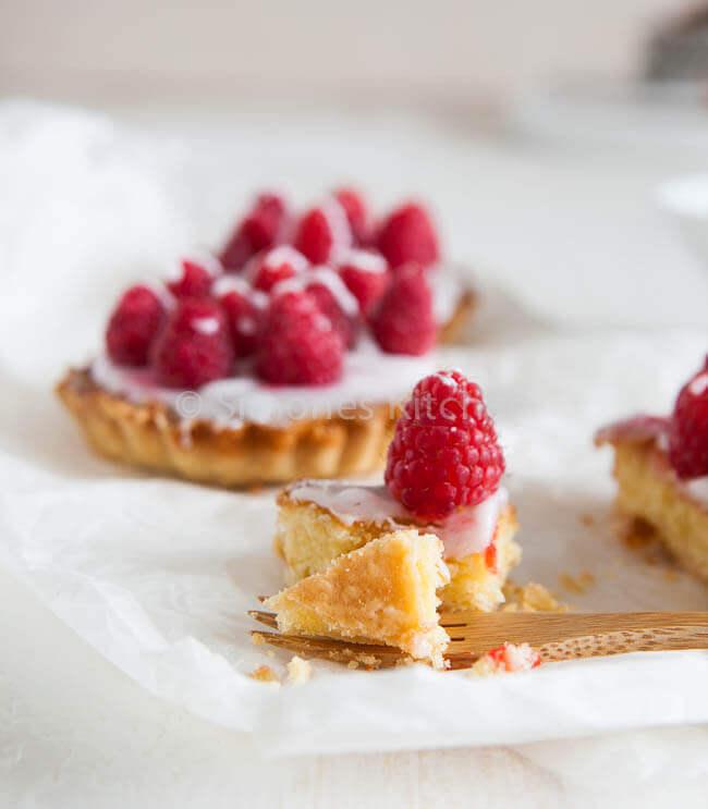 Frambozen frangipane taartjes | simoneskitchen.nl