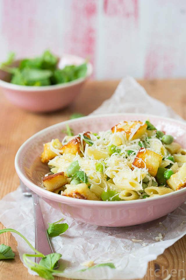 Groene pasta salade met halloumi en tuinbonen | simoneskitchen.nl