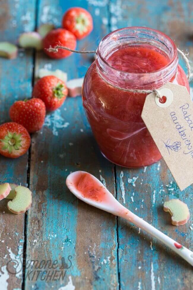 Rabarber-aardbeienjam zelf maken